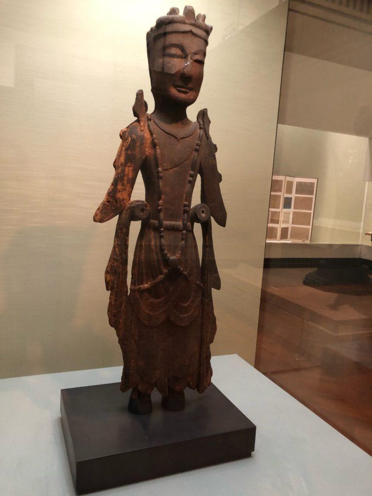 ほっこり顔、飛鳥時代前期の木彫仏、菩薩立像