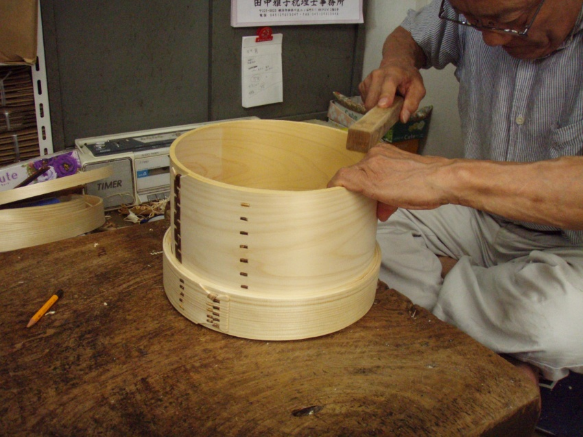 東京都中野区の「曲物」伝統工芸職人 大川セイロ店の大川さんが作る中華セイロ