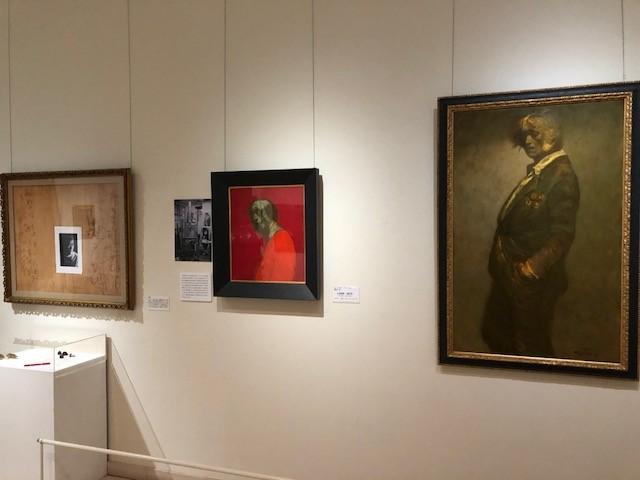 笠間日動美術館に開設された「鴨居玲の部屋」では、未完の自画像やデッサン帳、身の回りにおいていた愛用品などを間近で見ることができる。