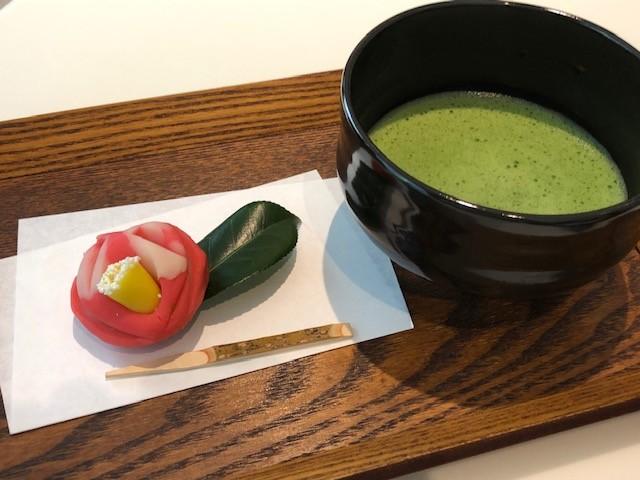 映画「散り椿」の公開を記念して、速水御舟《名樹散椿》をイメージした特製和菓子が登場!