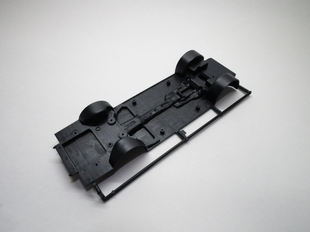 トヨタセンチュリーのプラモデル シャーシの素材