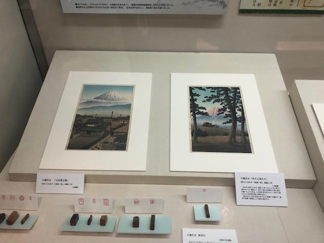 毎月2点、巴水の作品を季節のテーマで入れ替え展示しています。